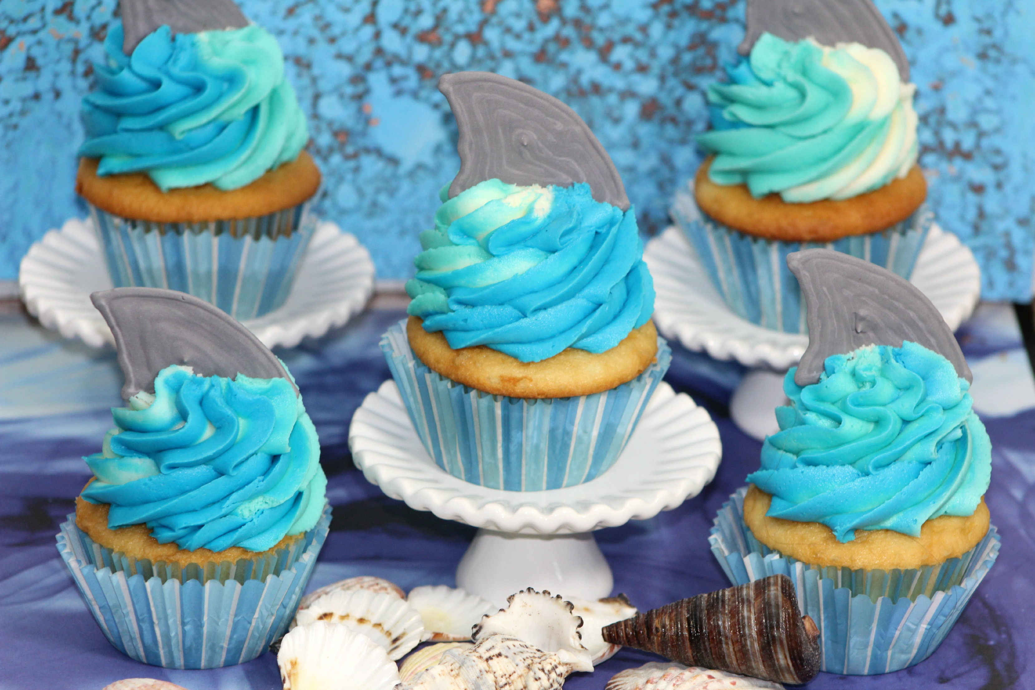 shark_cupcakes